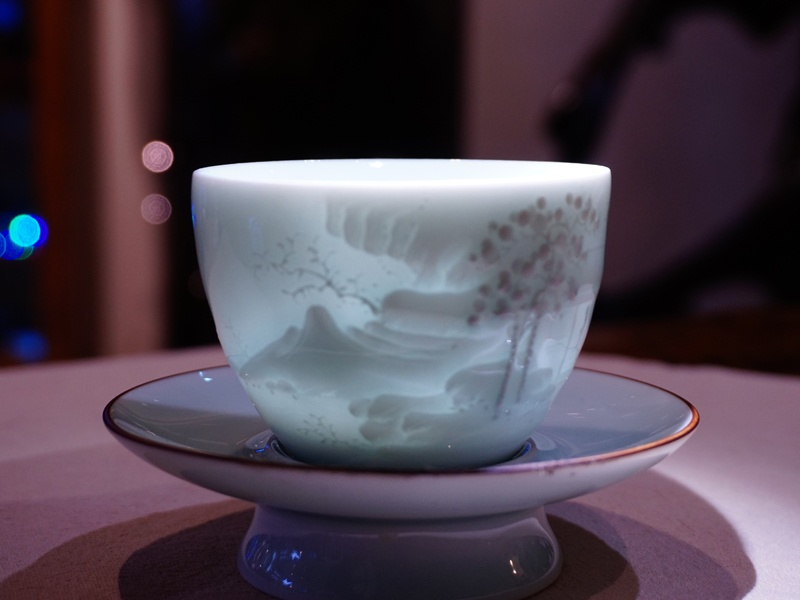 Celandon-Hand-carving-Teacup-Visiting-6